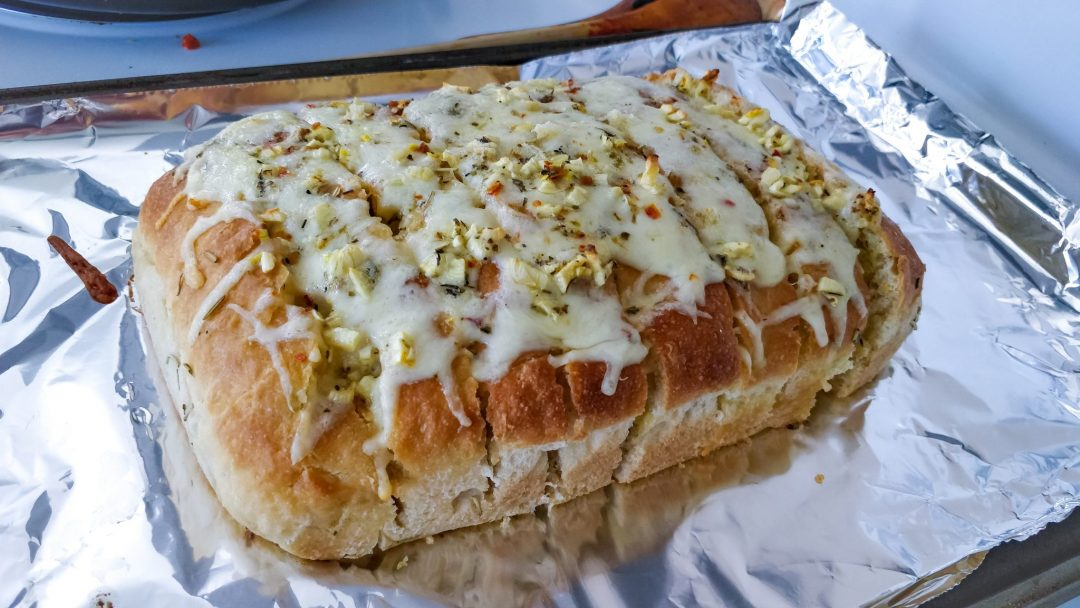 "Garlic and cheese filled ""Hedgehog Bread"""